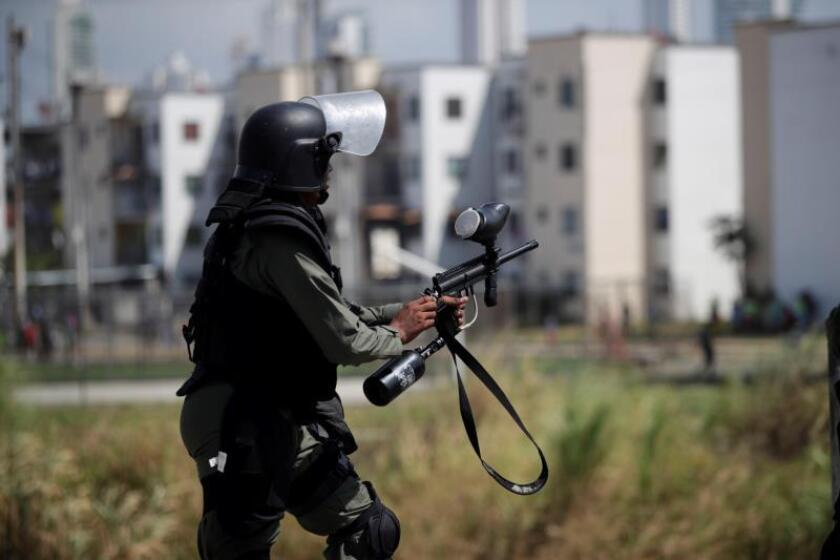 A view of an anti-riot agent during clashes between anti-riot police agents and recyclers, in Panama City, Panama, 07 January 2019. Authorities confronted inhabitants of the Curundu neighborhood who were trying to enter the old market, which is being demolished, to get recyclable materials. EPA-EFE/ Bienvenido Velasco