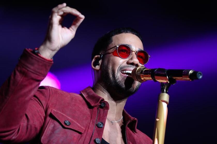 El cantante estadounidense de bachata Romeo Santos se presenta durante un concierto. EFE/Archivo