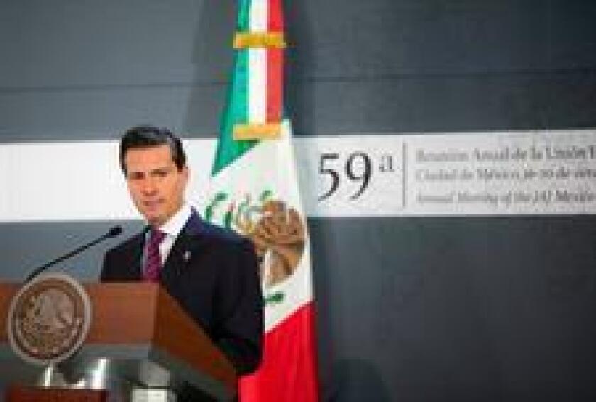 Enrique Peña Nieto, durante un evento público hoy, lunes 17 de octubre de 2016, en Ciudad de México (México). Peña Nieto condenó el asesinato del juez Vicente Antonio Bermúdez Zacarías quien fue ultimado hoy de un balazo en una zona próxima a su residencia en el municipio de Metepec, en el central Estado de México, confirmaron a Efe fuentes oficiales. EFE/PRESIDENCIA DE MÉXICO/SOLO USO EDITORIAL
