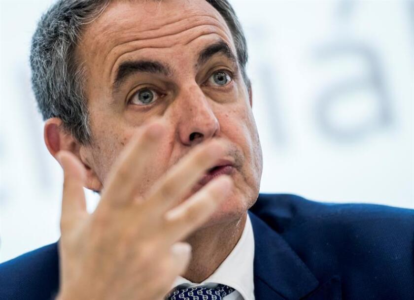 """El expresidente del Gobierno español José Luis Rodríguez Zapatero defendió hoy que la Alianza de Civilizaciones está """"viva y fuerte"""" y pidió a los Gobiernos que le faciliten más apoyo para seguir avanzando en su trabajo en favor de la paz. EFE/ARCHIVO"""