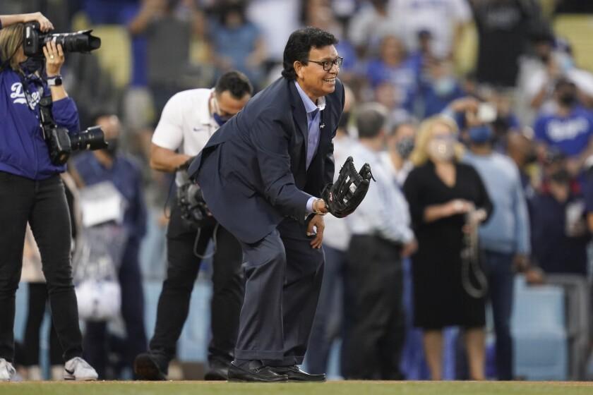 Former Los Angeles Dodgers pitcher Fernando Valenzuela catc