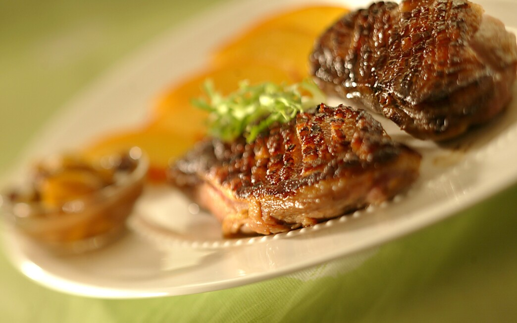 Grilled duck breasts with fresh ginger-peach chutney