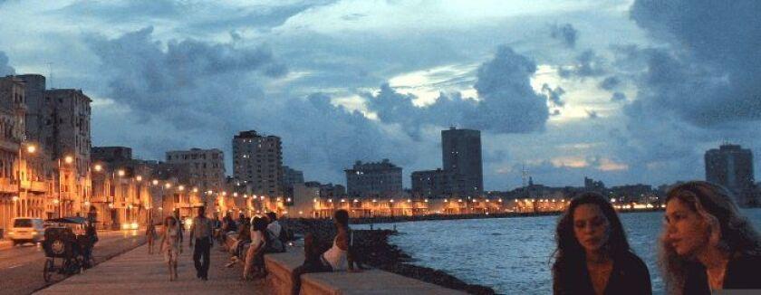 Funcionarios de la estatal Empresa de Telecomunicaciones de Cuba (ETECSA) aseguraron el miércoles que dotarán del servicio a lo largo de los ocho kilómetros en que corre la principal avenida marítima de la ciudad.