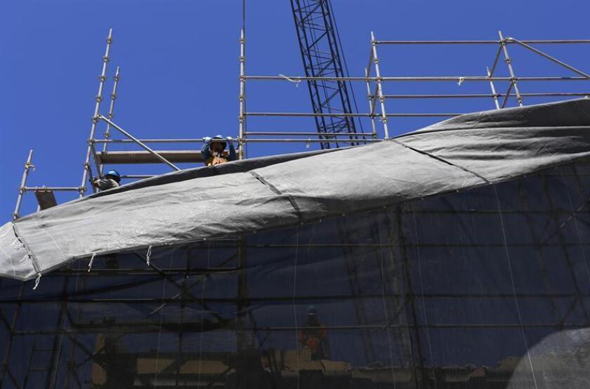 Obreros trabajan en una obra en construcción. EFE/ARCHIVO