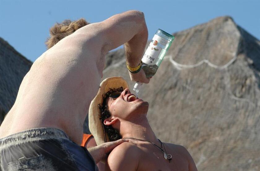 Con la finalidad de crear conciencia en los jóvenes sobre el alcoholismo y sus consecuencias, la Central Mexicana de Servicios Generales de Alcohólicos Anónimos presentó una campaña dirigida a esta población. EFE/ARCHIVO