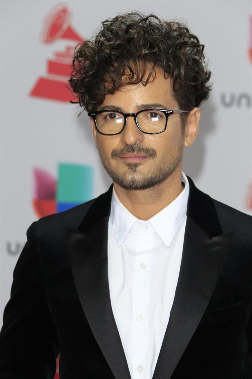 El cantante puertorriqueño Tommy Torres llega para los XVIII Premios Grammy Latinos. EFE/Archivo