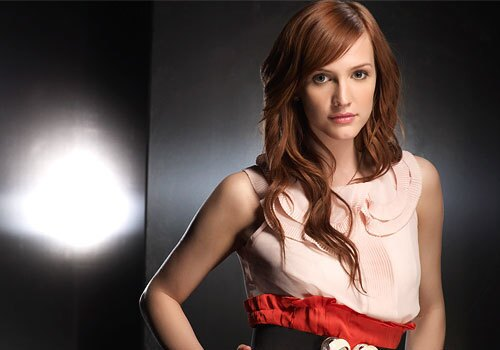 """By Maria Elena Fernandez, Los Angeles Times staff writer Violet has just moved into the building when she discovers Sydney Andrews (Laura Leighton, from the cast of the original """"Melrose Place"""") floating dead in the pool. Violet becomes a bartender at Coal. """"She's a little off,"""" Simpson-Wentz said. """"She's got a dark side. She grew up with a foster family and never knew love and family, so people have just come in and out of her life. She just wants to be accepted and loved."""" RELATED: A return to 'Melrose Place' On the set of 'Melrose Place' 'Melrose Place': Where are they now?"""