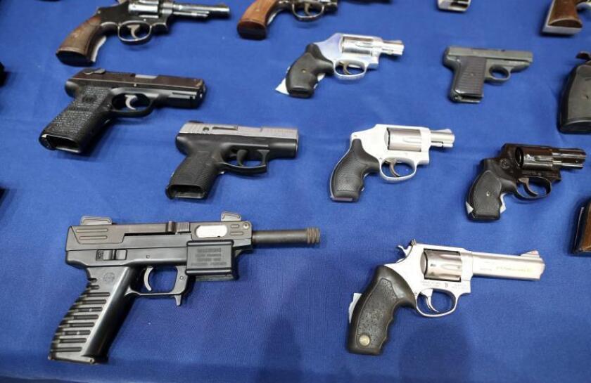 Fiscales estatales defienden prohibición cargadores de armas para diez balas