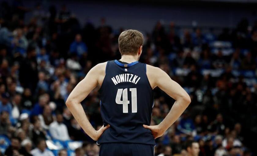 Dirk Nowitzki de Mavericks reacciona durante un partido de la NBA. EFE/Archivo
