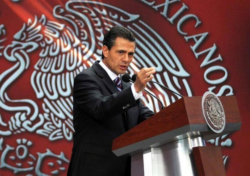 En la imagen un registro del presidente de México, Enrique Peña Nieto, quien espera realizar una visita de Estado a Guatemala en mayo o junio próximo. EFE/Archivo