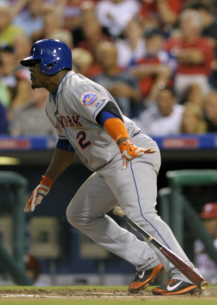 New York Mets' Juan Uribe hits a line drive single to center field in the sixth inning of a baseball game against the Philadelphia Phillies, Wednesday, Aug. 26, 2015, in Philadelphia. Michael Conforto scored on the play. (AP Photo/Michael Perez)