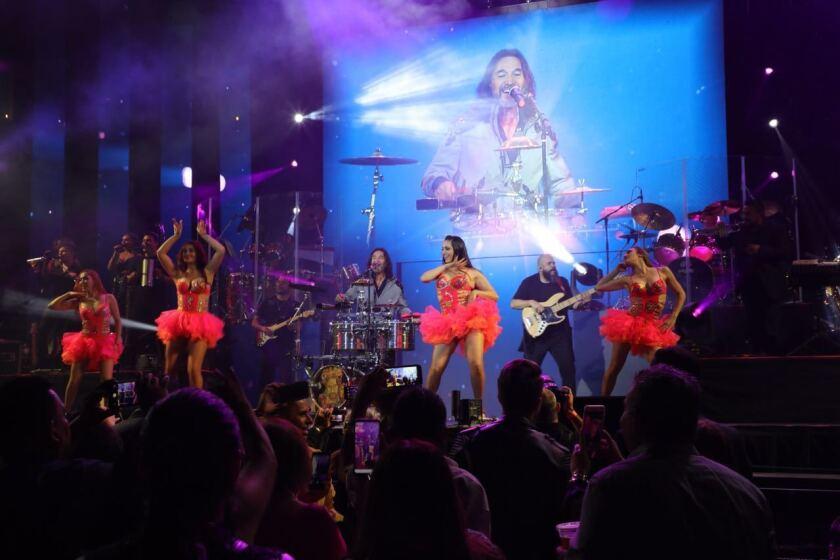 Marco Antonio Solis en su décimo concierto en el Honda Center