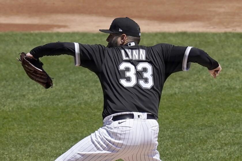 Lance Lynn, abridor de los Medias Blancas de Chicago, hace un lanzamiento en el inicio del juego del jueves 13 de mayo de 2021, ante los Mellizos de Minnesota (AP Foto/Charles Rex Arbogast)