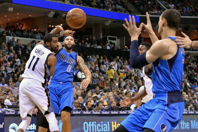 Dallas Mavericks guard Deron Williams (8) passes to forward Dwight Powell, right, past Memphis Grizzlies guard Mike Conley (11) in the first half of an NBA basketball game Saturday, Feb. 6, 2016, in Memphis, Tenn. (AP Photo/Brandon Dill)