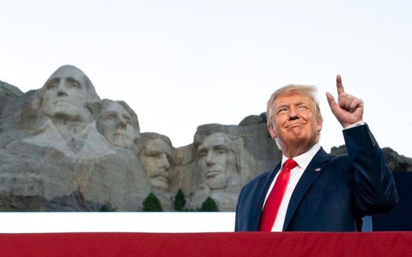 Donald Trump durante su evento del 4 de julio en Rushmore.