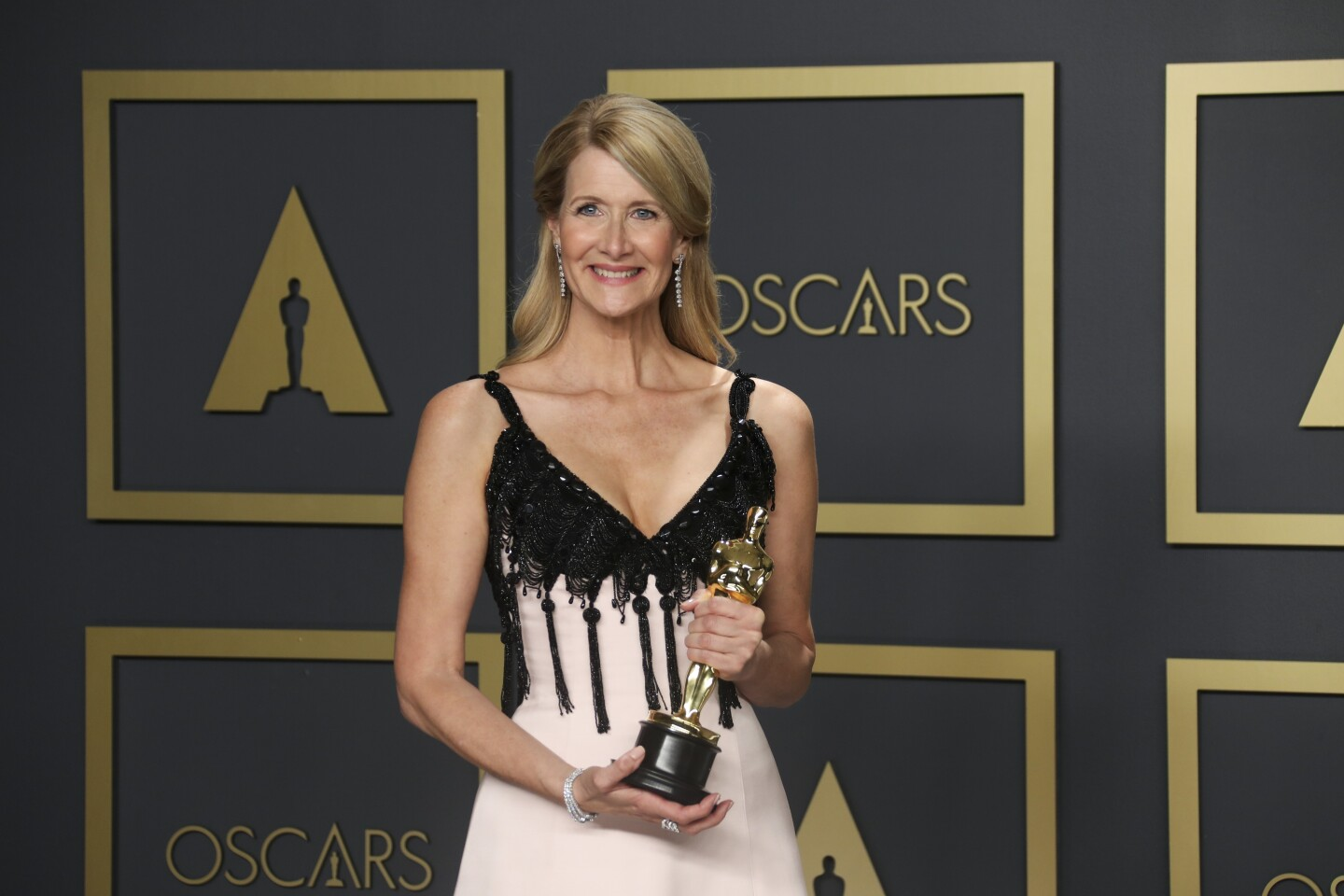 "HOLLYWOOD, CA – February 9, 2020: Laura Dern winner of the supporting actress Oscar for ""Marriage Story""in the Photo Room at the 92nd Academy Awards on Sunday, February 9, 2020 at the Dolby Theatre at Hollywood & Highland Center in Hollywood, CA. (Allen J. Schaben / Los Angeles Times)"