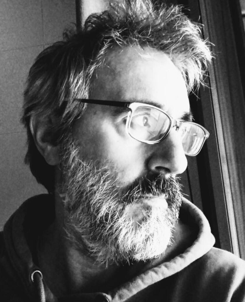 """""""La literatura es para mí, entre otras cosas, un mecanismo de compensación para mi timidez y mi extrañeza"""", dice Patxi Irurzun."""