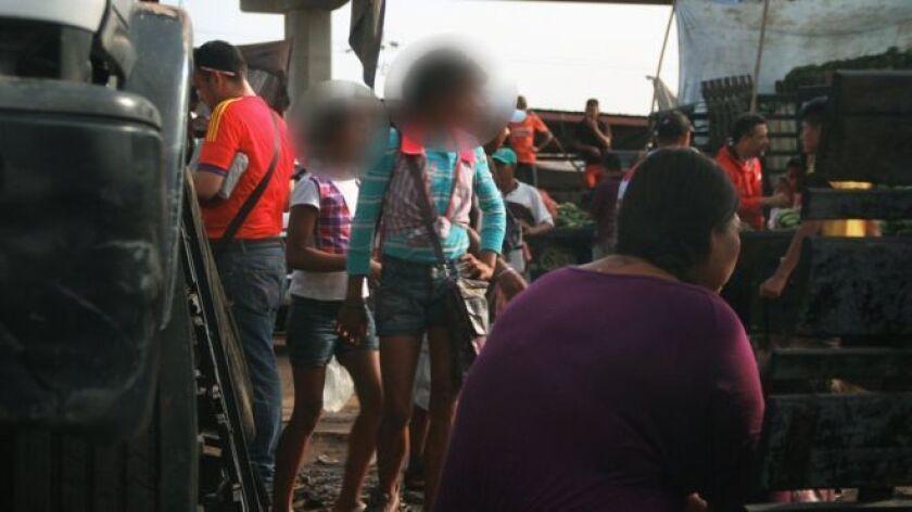 La policía zuliana detiene, en promedio, a 10 mujeres a la semana por meretricio en el mercado y sus adyacencias, una zona populosa de la segunda ciudad de mayor demografía en Venezuela.