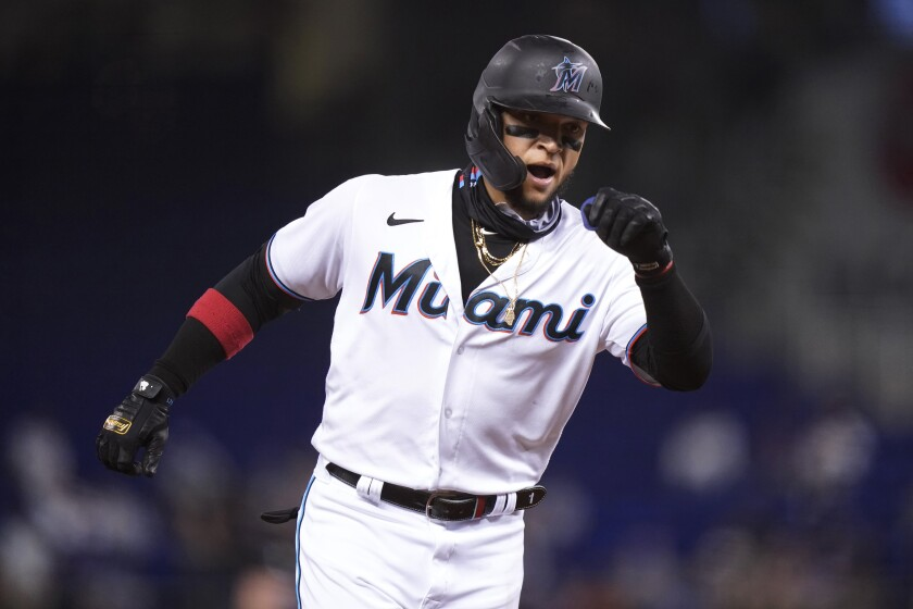 El puertorriqueño Isan Díaz recorre las bases luego de conectar un jonrón solitario en el juego del martes 3 de agosto de 2021, ante los Mets de Nueva York (AP Foto/Lynne Sladky)