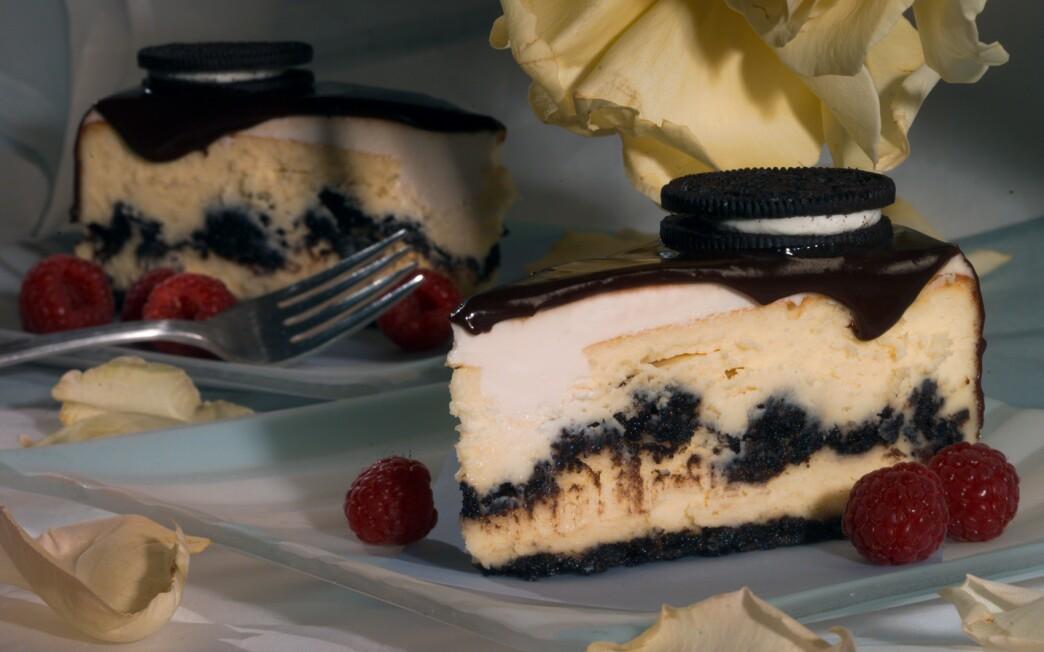 Oreo Cheesecake with chocolate glaze