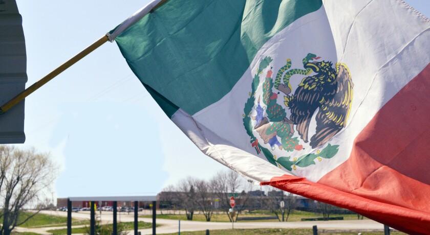 Una bandera de México. (AP Foto/Russell Contreras, archivo)