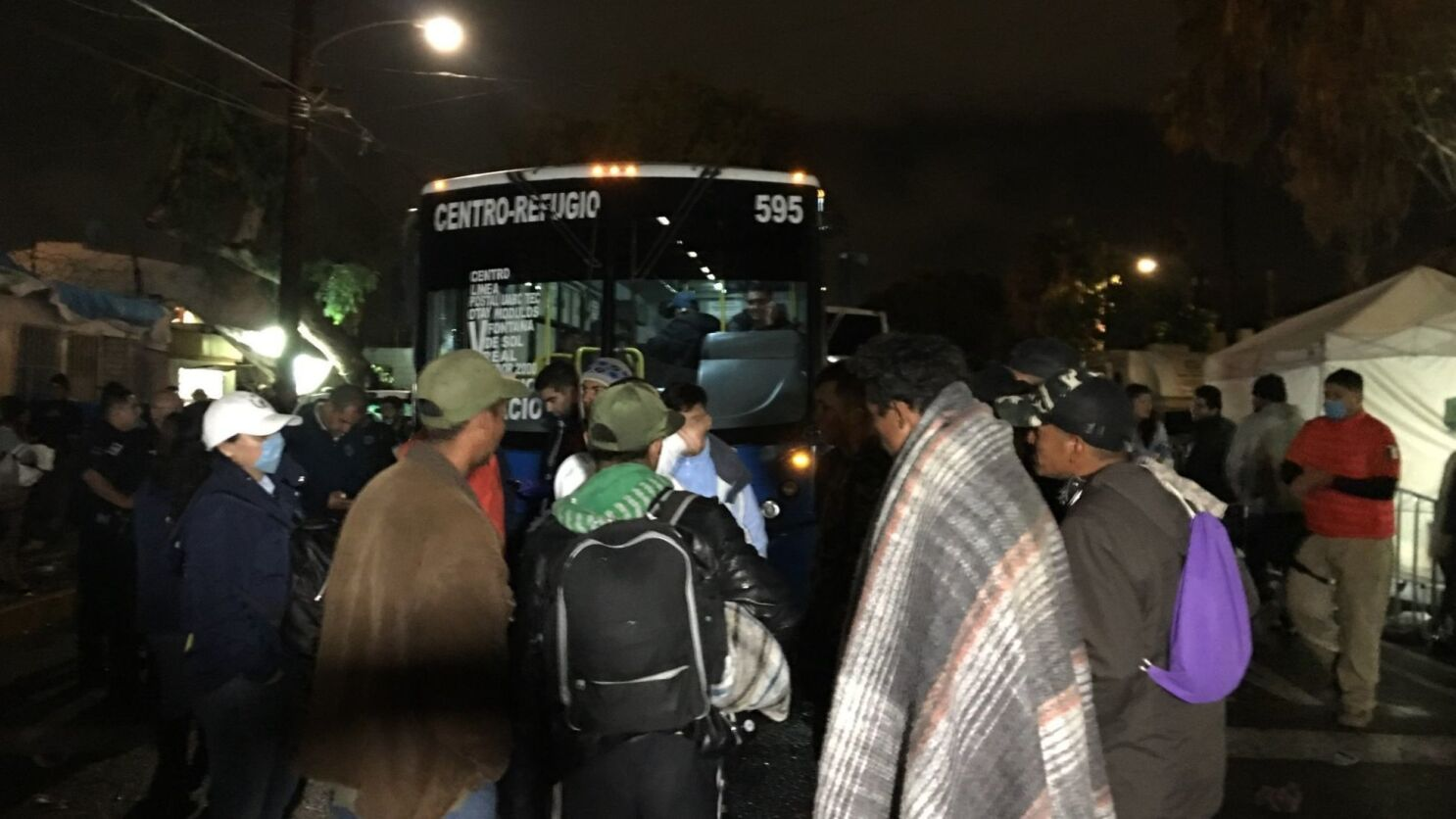 Stopped By Thursdays Downpour >> Hundreds Of Caravan Migrants Begin Moving To New Shelter After