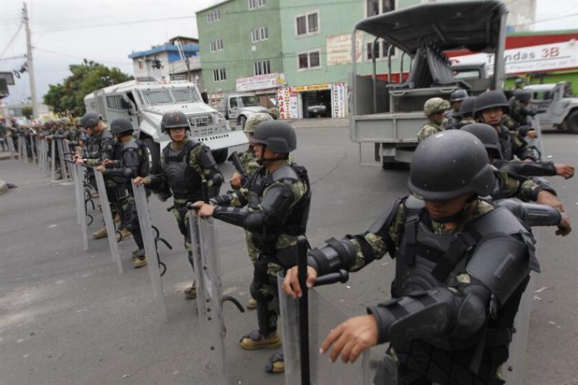Miembros de la Marina de México realizan un operativo en la zona urbana de Tláhuac en Ciudad de México (México). EFE/Archivo
