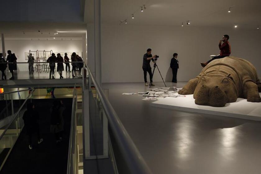 """Fotografía fechada el 15 de junio de 2018 que muestra al hipopótamo """"Hope Hippo"""", creado por Jennifer Allora (Estados Unidos, 1974) y Guillermo Calzadilla (Cuba, 1971) y exhibido en el Museo de Arte Carrillo Gil de Ciudad de México (México). EFE"""
