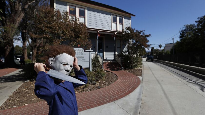 Does Michael Myers Visit The Old Houses In Halloween 2020 Michael Myers' childhood home draws 'Halloween' tourists to South