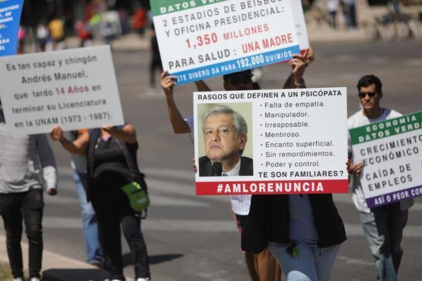 Miles de mexicanos marchan contra López Obrador durante informe de Gobierno