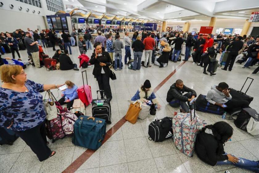 Las operaciones en el aeropuerto internacional Hartsfield-Jackson de Atlanta, considerado el de mayor tráfico de Estados Unidos y del mundo, se reanudaron hoy, aunque con dificultades y lentitud, tras un apagón eléctrico de más de 10 horas que afectó a unas 30.000 personas. EFE/ARCHIVO