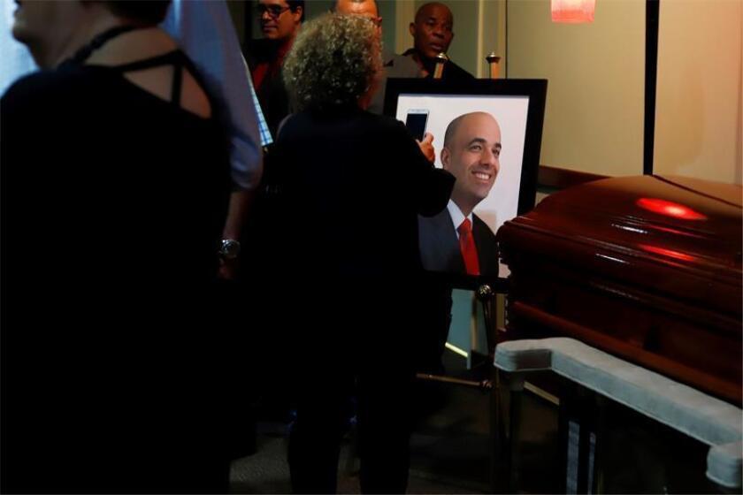Familiares, amigos y ciudadanos se despide del expresidente del Partido Popular Democrático (PPD), Héctor Ferrer Rios, en la funeraria Ehret de San Juan (Puerto Rico) hoy, miércoles 7 de noviembre de 2018. EFE