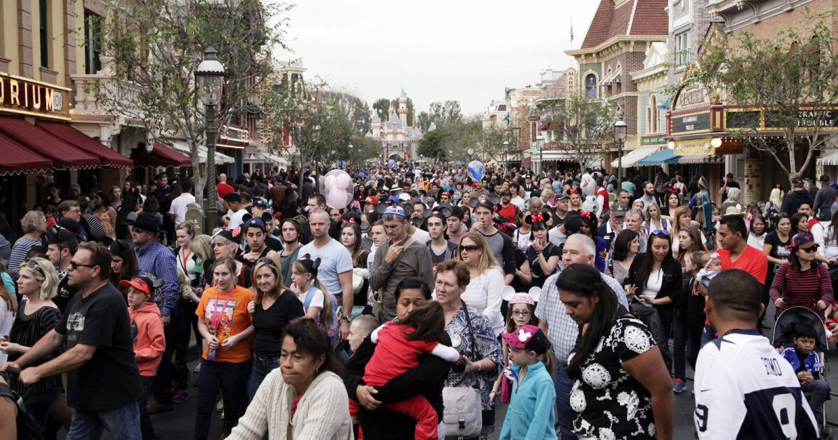 Άτομο με ιλαρά ταξίδεψε στην Disneyland, ενώ λοιμώδη, αξιωματούχοι λένε