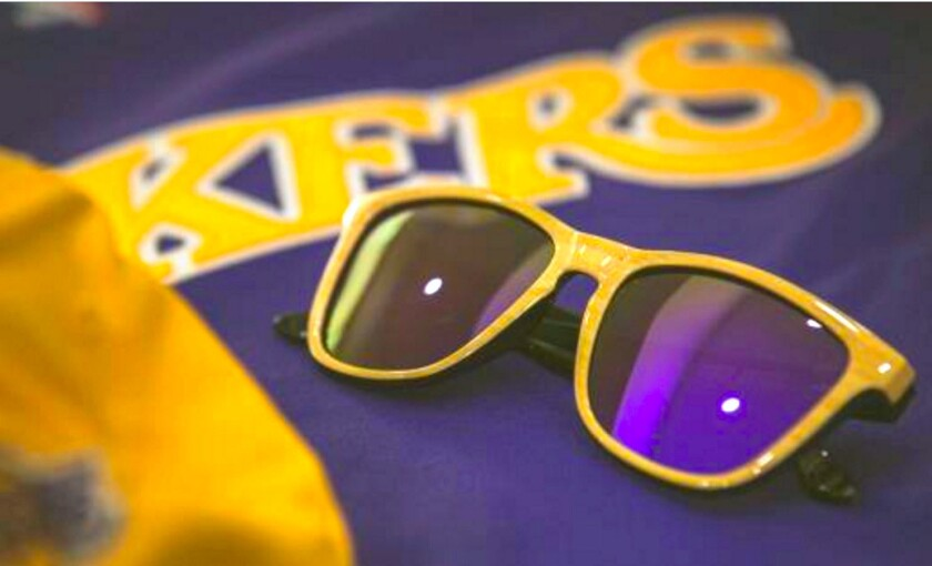 Las gafas de Sol que patrocinan a los Lakers...