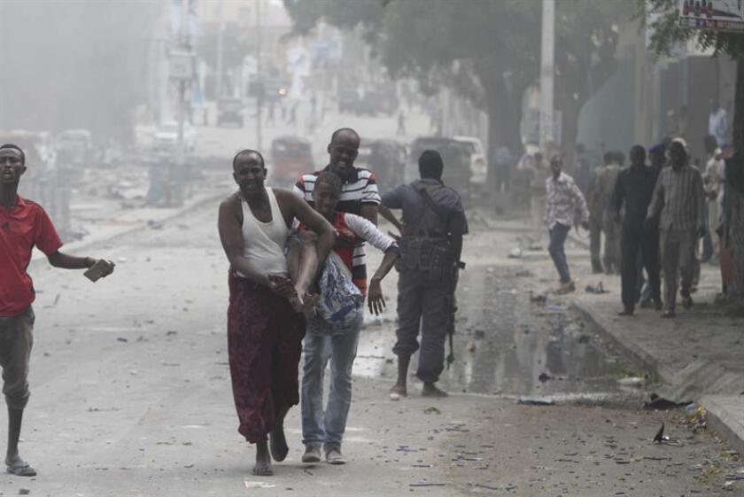En los últimos meses, el grupo Al Shabab ha cometido atentados suicidas y asesinatos de policías, líderes gubernamentales y militares en la capital, además de ataques contra el Ejército Nacional de Somalia y la Misión de la Unión Africana en ese país (AMISOM). EFE/Archivo