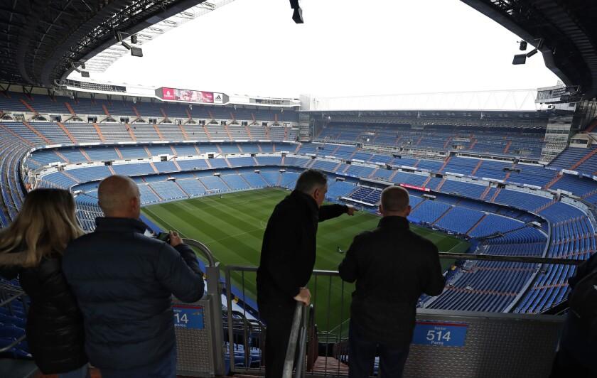 Vista del estadio Santiago Bernabéu en Madrid, España, el viernes 30 de noviembre de 2018. La final de la Copa Libertadores entre los archirrivales clubes argentinos Boca Juniors y River Plate se jugará en Madrid el 9 de diciembre.