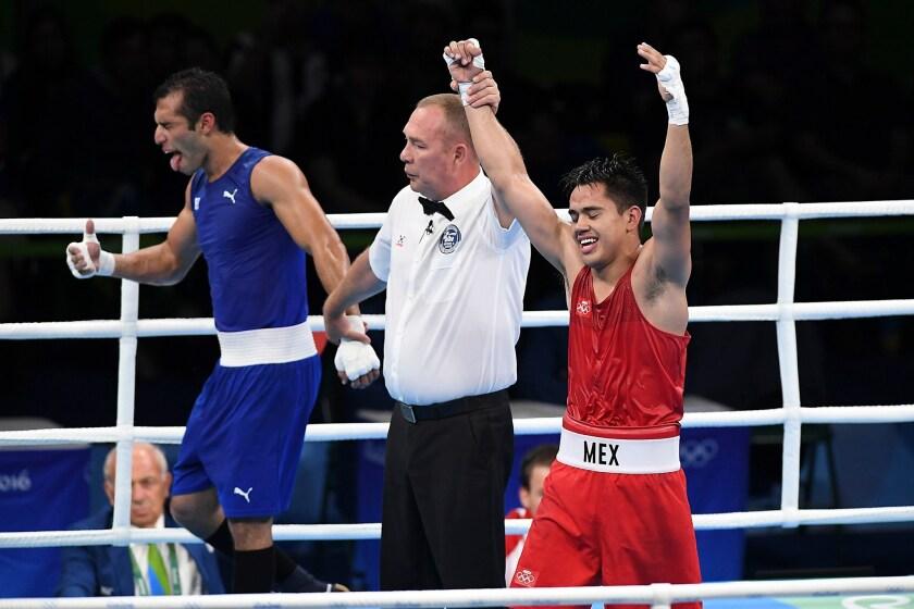 Misael Rodríguez (d) ganó medalla de bronce para México en el boxeo de Rio 2016.