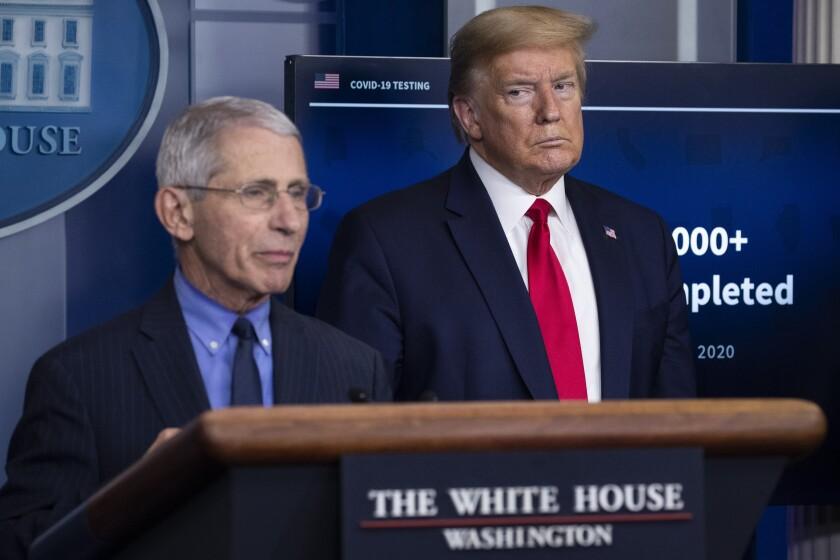 Mientras Trump critica ciencia, EEUU tiene 200.000 muertos