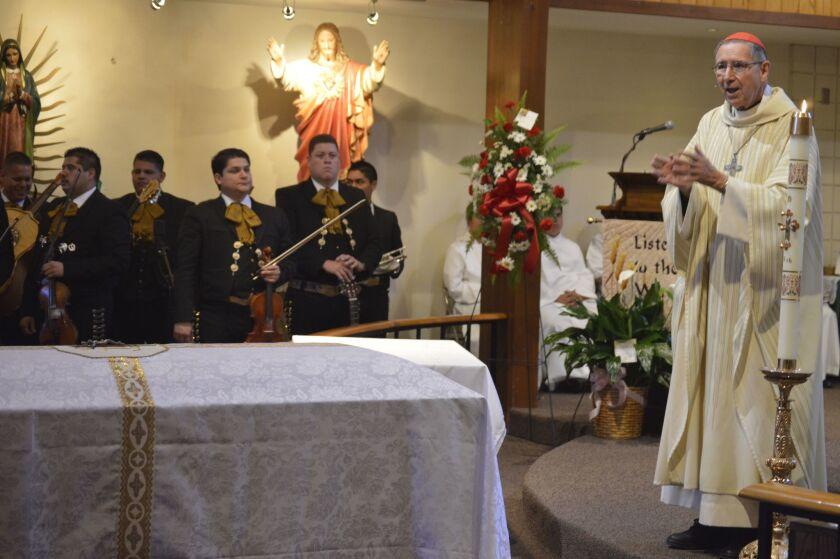 El cardenal Roger Mahony, anterior arzobispo de Los Ángeles, mostró confiado de que los estadounidenses impedirán que los jóvenes universitarios indocumentados beneficiados con DACA sean deportados y despojados de ese alivio como lo ha prometido el presidente electo, Donald Trump.