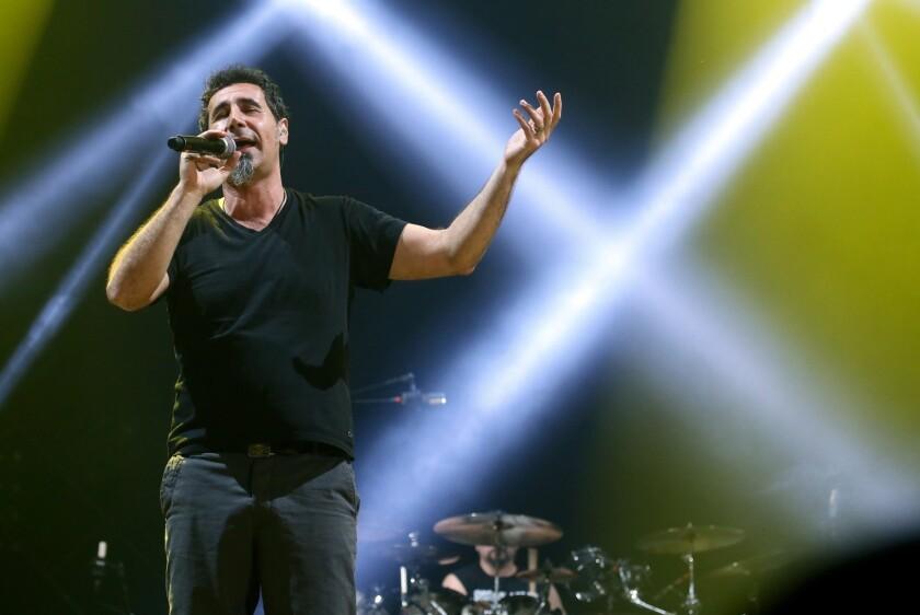 Serj Tankian, vocalista de System of a Down, durante un concierto del grupo.