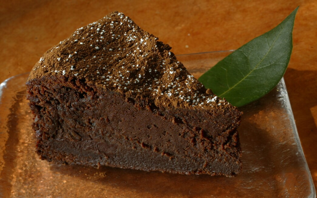 Chocolate cake with bay laurel