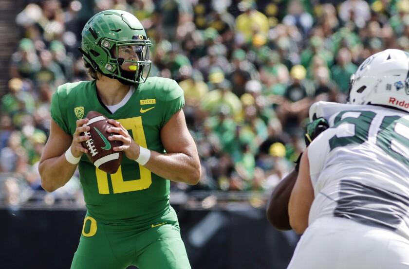 Oregon quarterback Justin Herbert looks for a receiver.