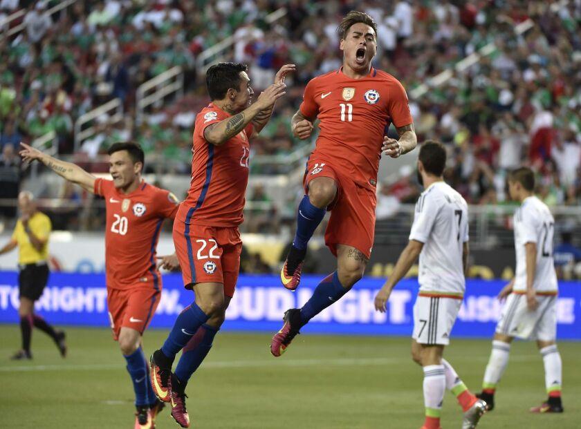 Chile's Eduardo Vargas (C) celebrates after scoring against Mexico during the Copa America Centenario quarterfinal football match in Santa Clara, California, United States, on June 18, 2016.