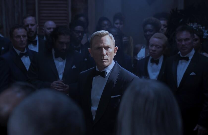 """En esta imagen difundida por Metro Goldwyn Mayer Pictures, Daniel Craig como James Bond en una escena de """"No Time To Die""""."""