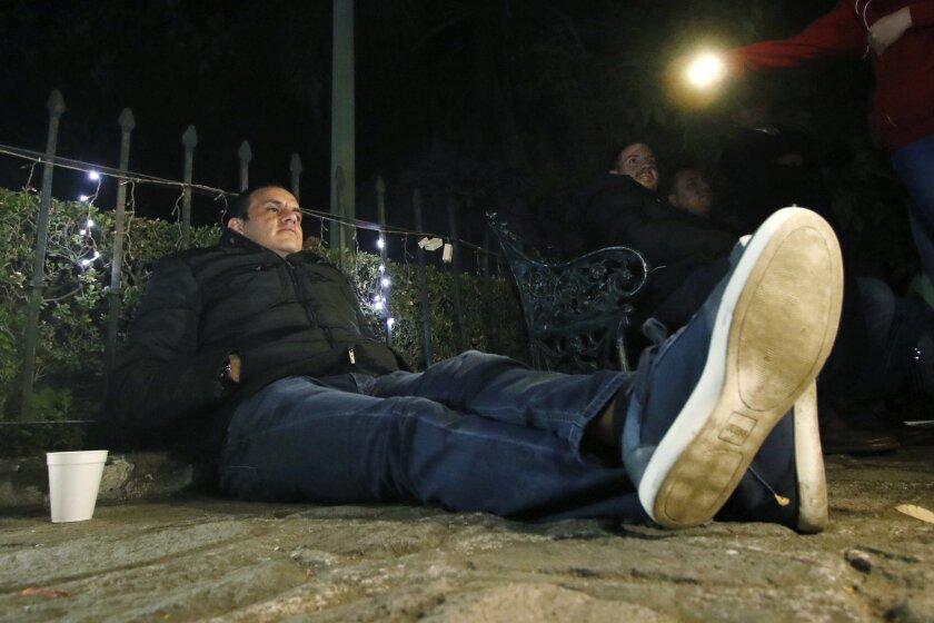 El alcalde de Cuernavaca, Cuauhtémoc Blanco, inició una huelga de hambre afuera de la Catedral de la ciudad.