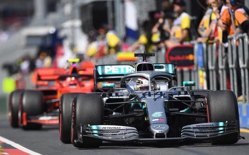 El piloto británico Lewis Hamilton de la escudería Mercedes participa en la primera sesión de práctica antes del Gran Premio de Fórmula Uno Australia 2019, este viernes, en el Albert Park Grand Prix Circuit de Melbourne (Australia). EFE