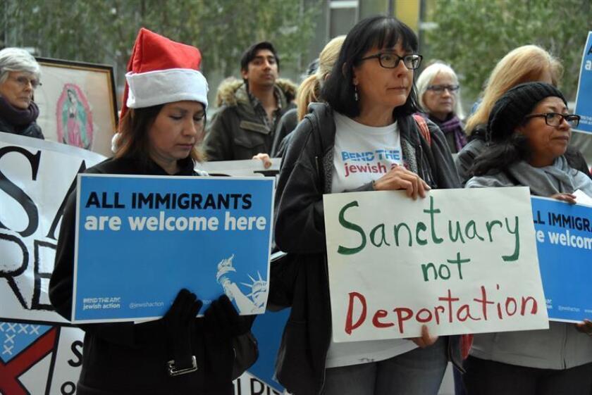 """La inmigrante peruana Ingrid Encalada Latorre cumplió hoy un año desde que entró en """"santuario"""" en una iglesia en Boulder, al noroeste de Denver (Colorado), donde se celebra un acto para remarcar su """"resistencia"""". EFE/ARCHIVO"""