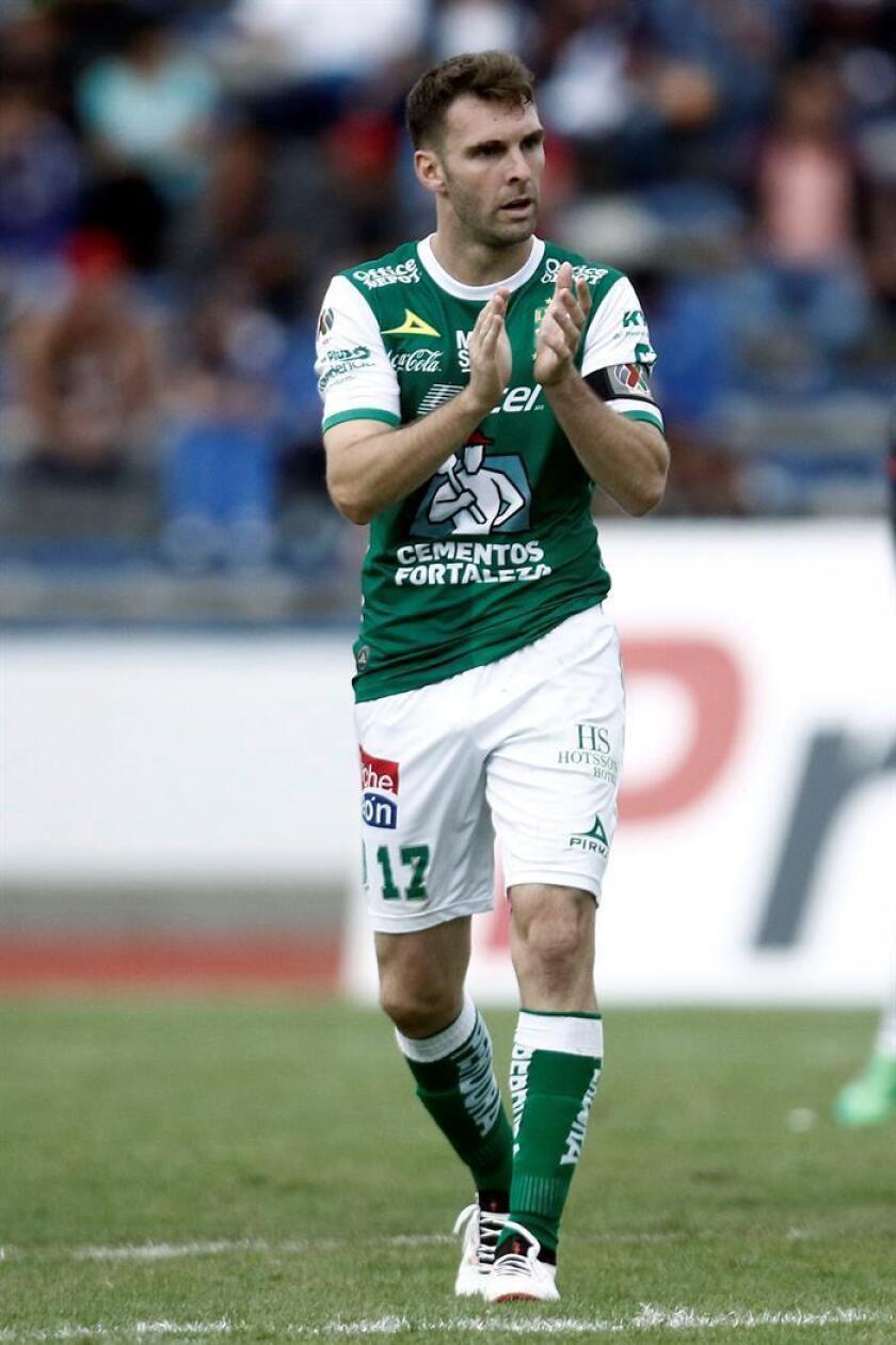 El delantero Mauro Boselli, del León, está cerca de lograr su tercer título de mejor goleador del fútbol mexicano, lo cual conseguirá el próximo fin de semana si mantiene su ventaja en la tabla de anotadores sobre varios sudamericanos. EFE/ARCHIVO