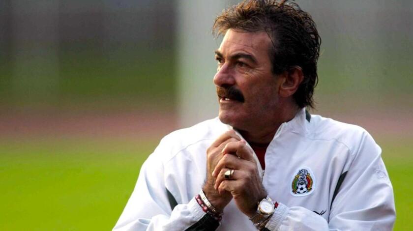 Ricardo La Volpe, en su etapa como estratega de México; dirigió al Tri en el Mundial 2006.