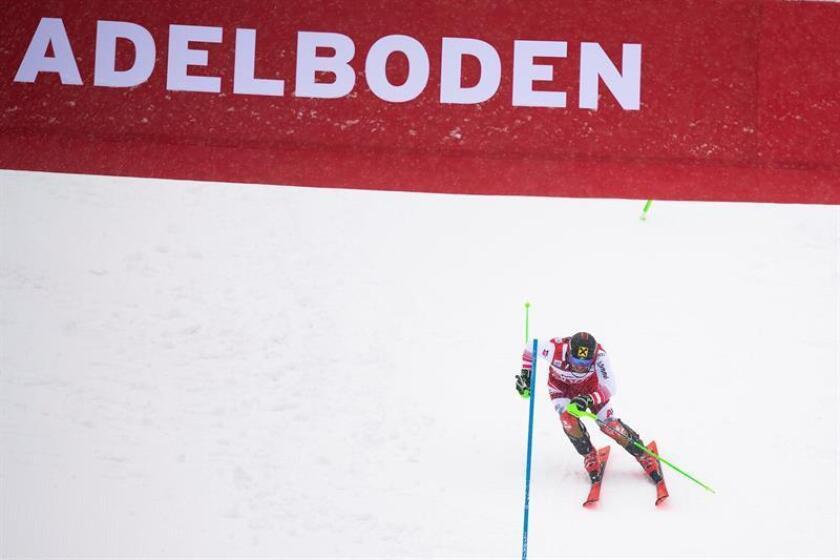 El austríaco Marcel Hirscher firmó este domingo su novena victoria en la pista suiza de Adelboden al vencer la prueba de eslalon, correspondiente a la Copa del Mundo de esquí alpino, ante el francés Noel Clement (+0.50) y el noruego Henrik Kristoffersen (+0.71). EFE